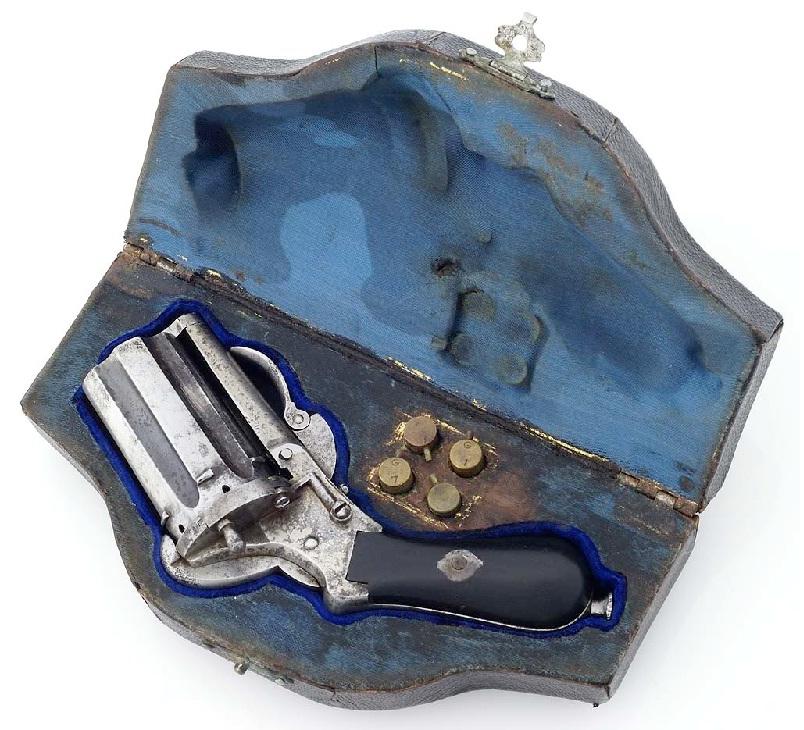 Карманный револьвер под патрон Лефоше