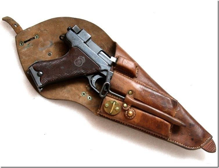 Пистолет в кабуре