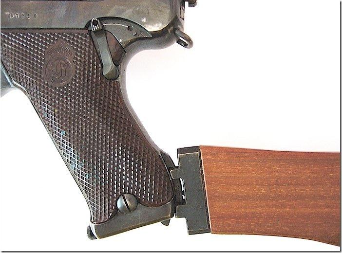 Пистолет с пристегнутым прикладом