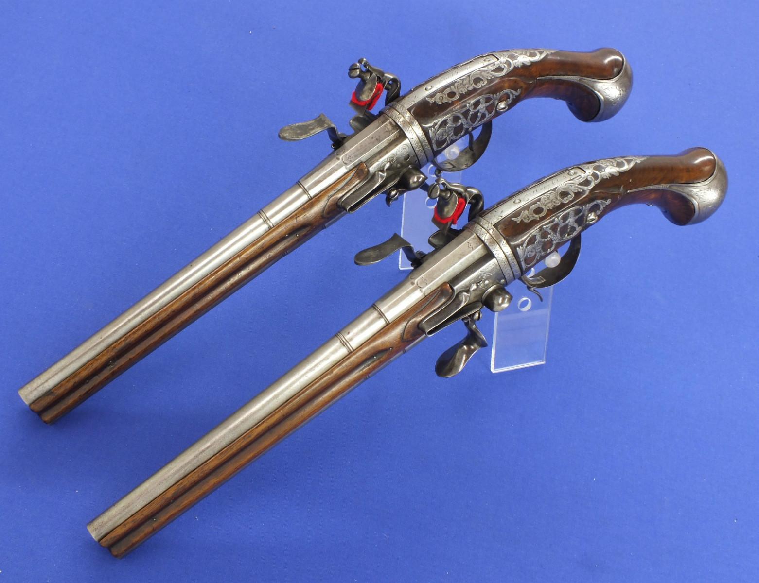 Двуствольный кремневый пистолет
