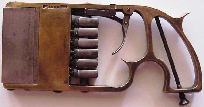 pistol Charles Bayle
