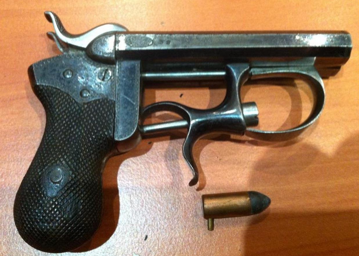 Шпилечный пистолет Дельвик