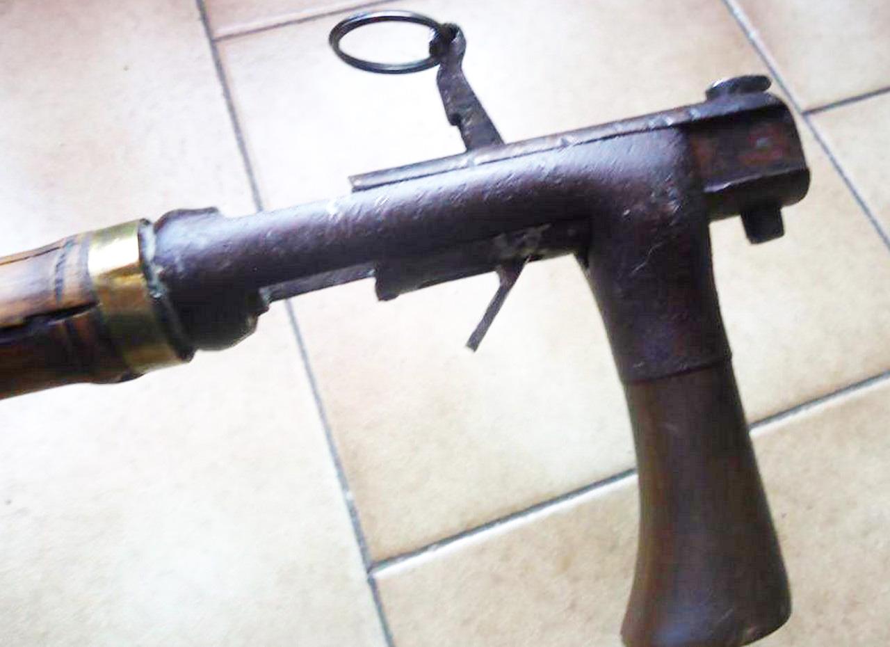 Трость стреляющая шпилечными патронами