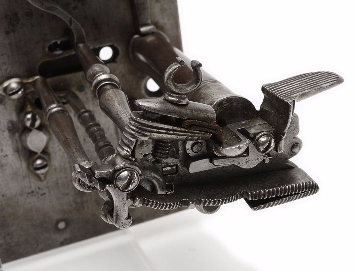 Door lock - flint pistol