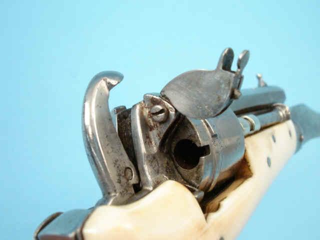 Шпилечный револьвер-нож