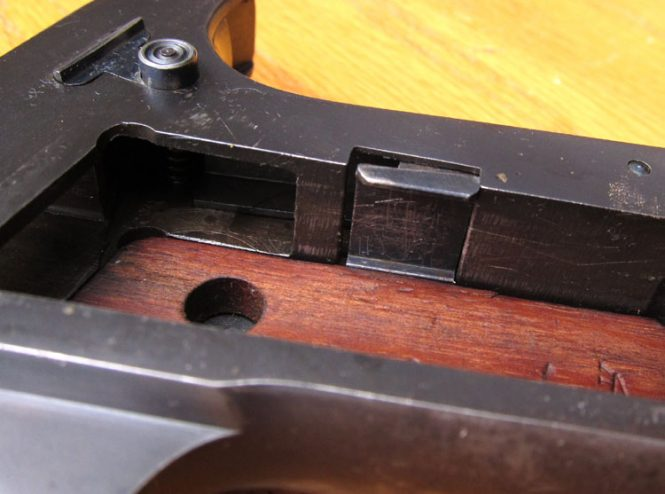 Ortgies pistol Detail of of the grip plate latch