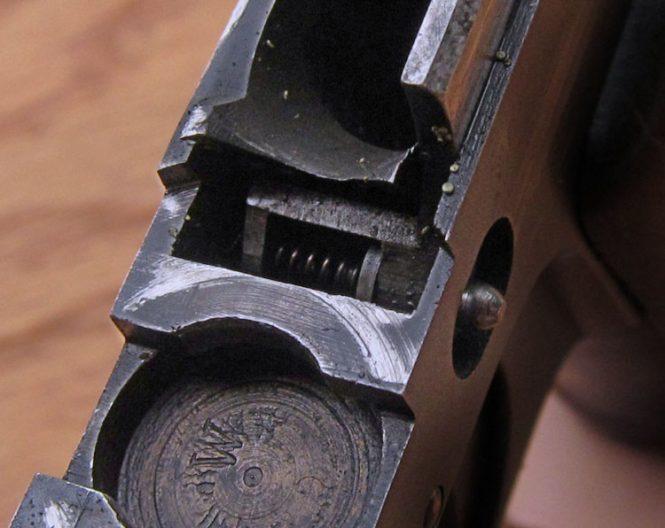 Ortgies pistol disconnector mechanism