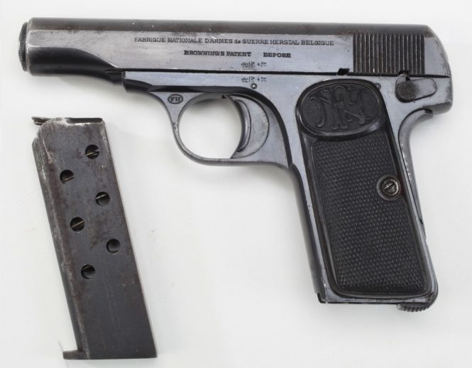 FN Browning Modell 1910 Pistol and magazine